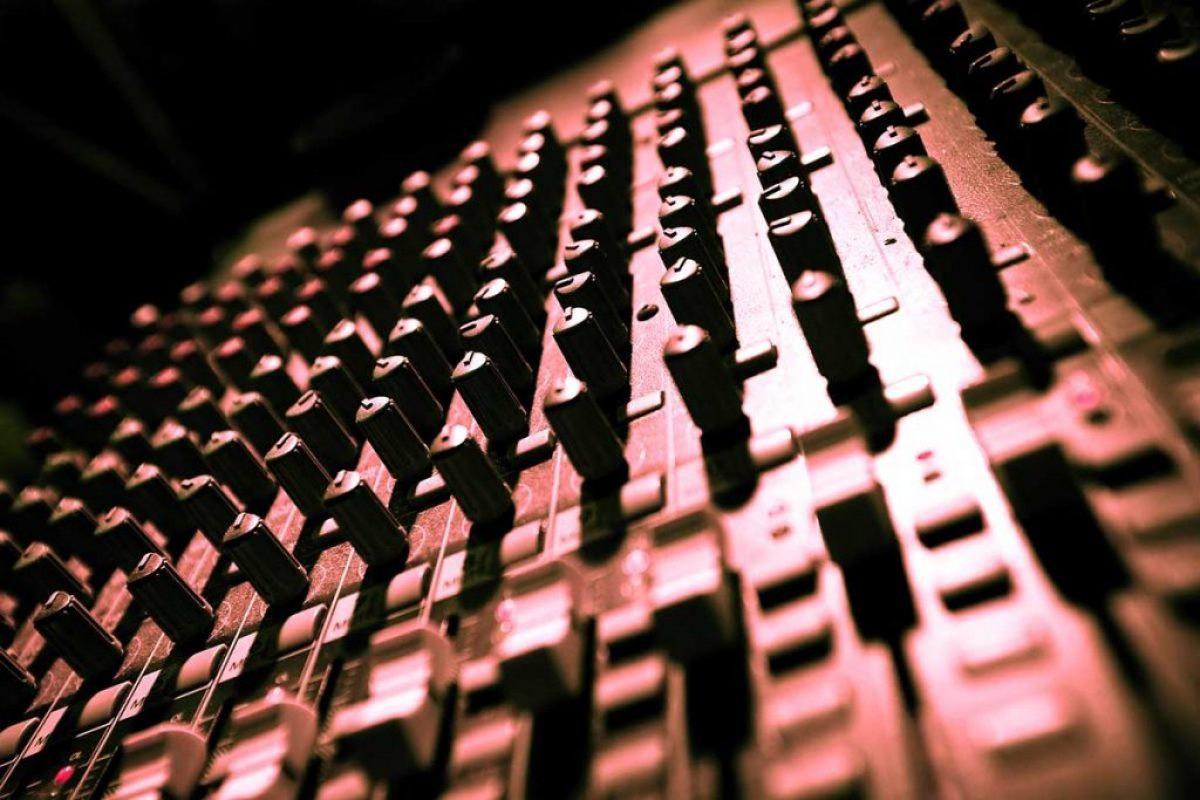 dj-paris-bouton-studio-musique-rouge-eavents